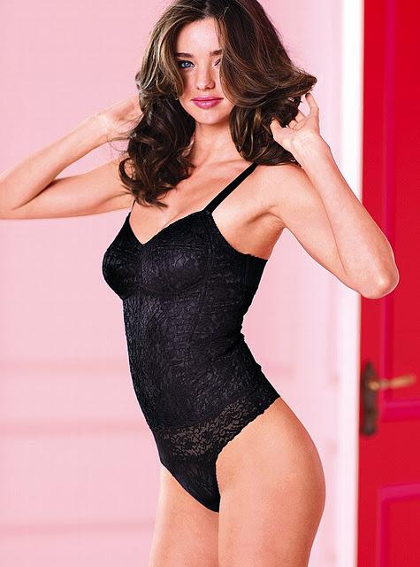 2012 Victorias Secret siyah ic camasirlari Victoria Secret Sevgililer Gününe Özel İç Çamaşırları 17