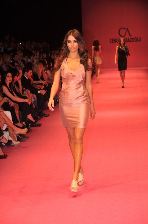 2012 cengiz abazoglu saten mini elbise modelleri Yeni Sezon Cengiz Abazoğlu Abiye Elbise Koleksiyonu 10