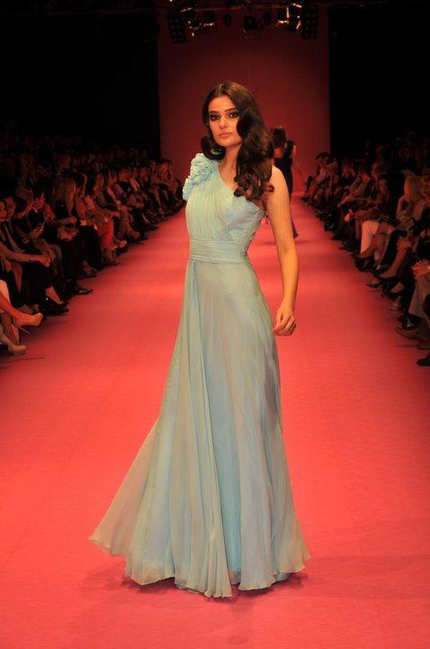2012 tek omuz maksi abiye elbise ornekleri Yeni Sezon Cengiz Abazoğlu Abiye Elbise Koleksiyonu 11