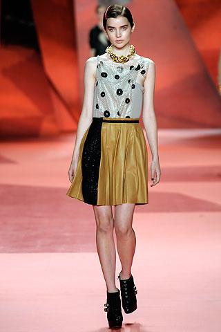 altin rengi ve siyah desenli elbise modelleri 2012 En Güzel Yazlık Elbiseler 2