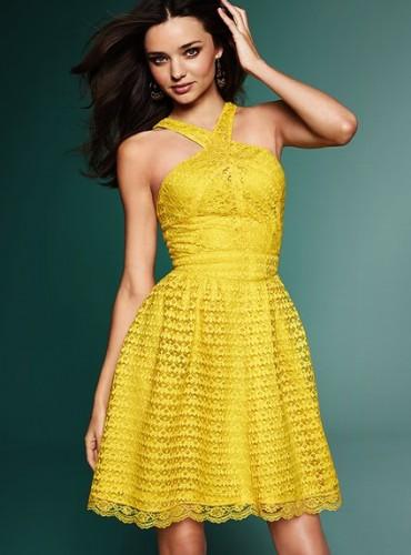 arpraz yakali sari yeni trend kisa yazlik elbiseler Yaz Aylarının Vazgeçilmezleri Kısa Elbiseler 17