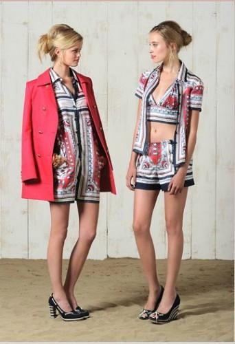 ayni kumastan yapismis farkli elbise modelleri Desen Desen En Şık Yazlık Bayan Elbise Modelleri 3