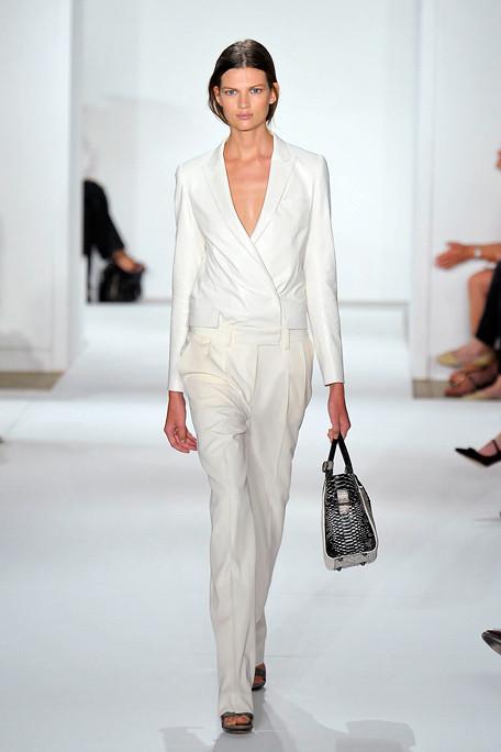 beyaz kumas ceket ve pantolon kombini İlkbahar Koleksiyonu ile Işıl Işıl Kombinler 16