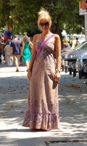 boyundan baglamali maksi elbise ornekleri Desen Desen En Şık Yazlık Bayan Elbise Modelleri 6