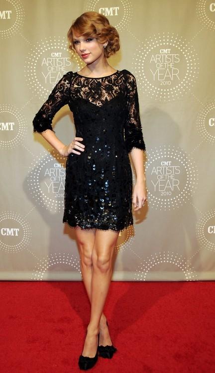 danteli pullu siyah mini gece elbisesi Yeni Trend Siyah Gece Elbiseleri 18