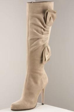 farkli fiyonk suslemeli suet cizme ornegi Yeni Tend Topuklu Bayan Çizme Modelleri 16