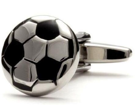 farkli futbol topu tasarimli kol dugmesi modelleri Farklı İlginç Yeni Trend Kol Düğmesi Modelleri 3