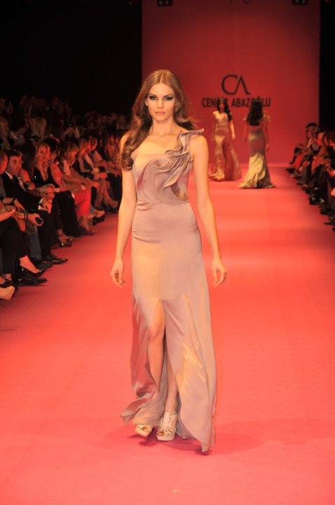 farkli ilginc sik pudra rengi abiye elbise modelleri Yeni Sezon Cengiz Abazoğlu Abiye Elbise Koleksiyonu 28