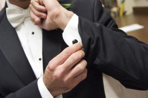 gomlek dugmeleri ile birbirine uyarlanmis kol dugmeleri Farklı İlginç Yeni Trend Kol Düğmesi Modelleri 9