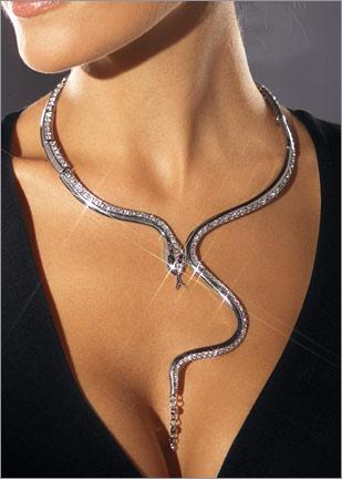 ilginc yilan gorunumlu abiye kolyeler1 Abiye Kıyafetler İçin Farklı Takı Tasarımları 15