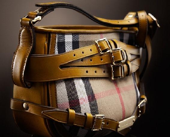 kareli kemerli modern canta ornekleri Yeni Trend Burberry En Güzel Çanta Modelleri 2