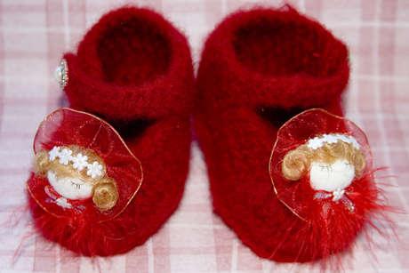 kirmizi bebek suslemeli orgu patik modelleri Minicik Çok Tatlı Örgü Bebek Patikleri 12