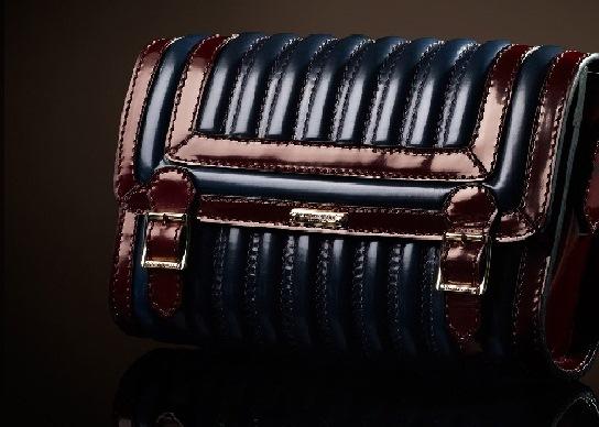 mavi bordo cizgili rugan canta Yeni Trend Burberry En Güzel Çanta Modelleri 15