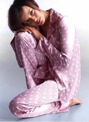pembe beyaz puantiyeli ipek pijama takimlari En Güzel İpek Pijama Takımları 15