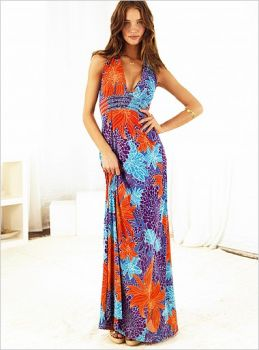 renkli gogus dekolteli uzun elbise modelleri En Güzel Maxi Elbise Modelleri 16