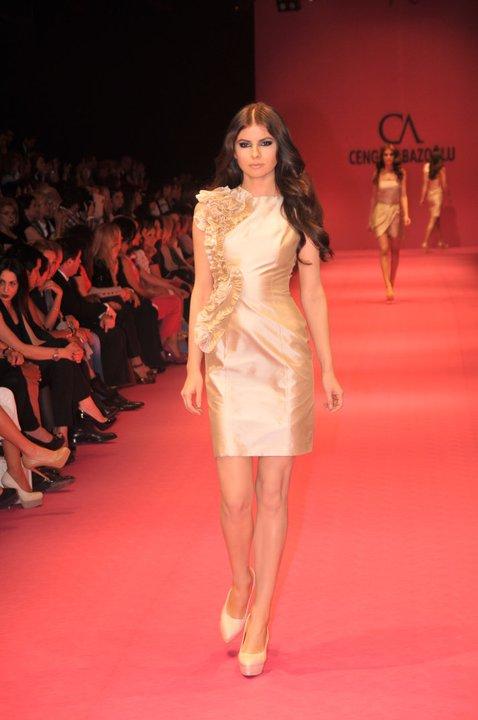 saten kolsuz mini gece elbiseleri Yeni Sezon Cengiz Abazoğlu Abiye Elbise Koleksiyonu 2