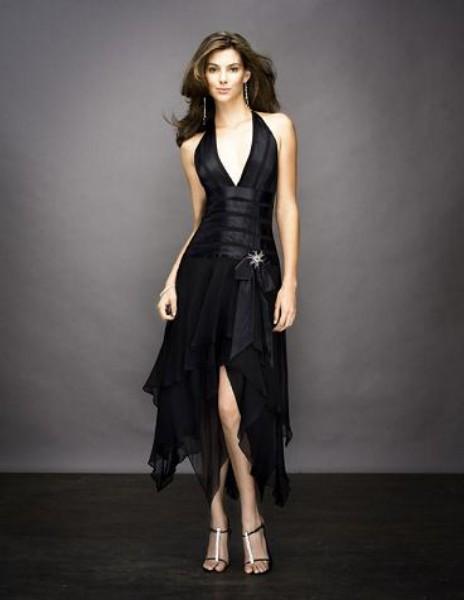 siyah asimetrik kesimli boyundan baglamali abiye elbiseler Yeni Trend Siyah Gece Elbiseleri 1
