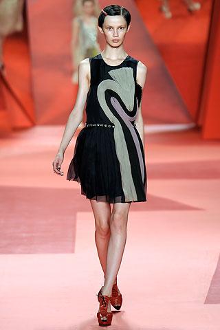 siyah kolsuz sifon elbise modelleri 2012 En Güzel Yazlık Elbiseler 15