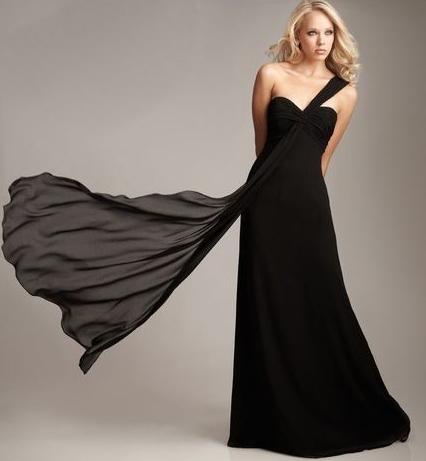 siyah tek omuz askili uzun elbise ornekleri Yeni Trend Siyah Gece Elbiseleri 8