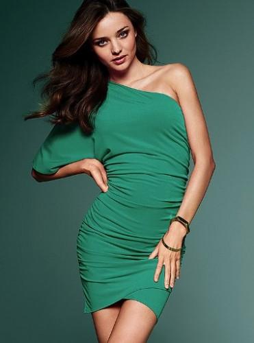tek kollu dar yesil yeni trend elbiseler Yaz Aylarının Vazgeçilmezleri Kısa Elbiseler 24