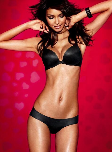 victoria secret siyah parlak ic camasiri takimlari Victoria Secret Sevgililer Gününe Özel İç Çamaşırları 19