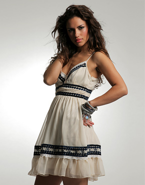 yeni sezon pul suslemeli ipli elbise ornekleri Desen Desen En Şık Yazlık Bayan Elbise Modelleri 27