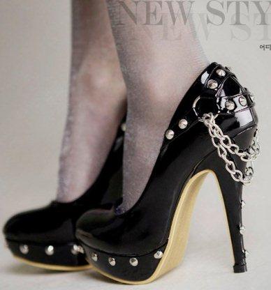 yeni sezon siyah rugan tasli ayakkabi ornekleri1 Yeni Sezon Elisse Platform Topuklu Ayakkabılar 5