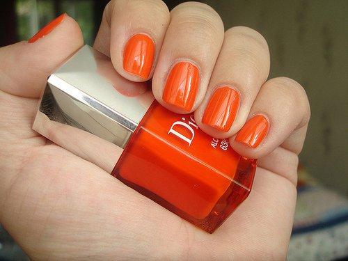 yeni trend parlak turuncu oje Sticker Desenli Rengarek Oje Modelleri 20