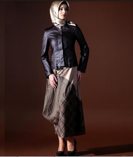 Siyah deri cek modelleri ornekleri En Güzel Tesettür Giyim Modelleri 26