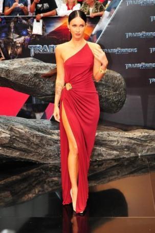 bacak dekolteli kirmizi tek askili abiye elbiseler En Güzel Dekolte Abiye Elbise Modelleri 3