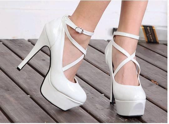 bagcikli platform topuklu gelin ayakkabilari En Güzel Modern Gelin Ayakkabıları 15
