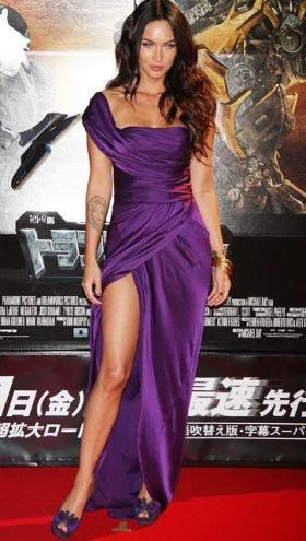 farkli ilginc yirtmacli saten elbise modelleri En Güzel Dekolte Abiye Elbise Modelleri 12