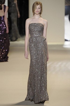 gri parlak straplez uzun elbise modelleri Yazlık Trend Straplez Elbise Modelleri 22