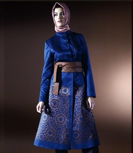 kaftan gorunumlu gece mavisi sik pardesu modelleri En Güzel Tesettür Giyim Modelleri 12