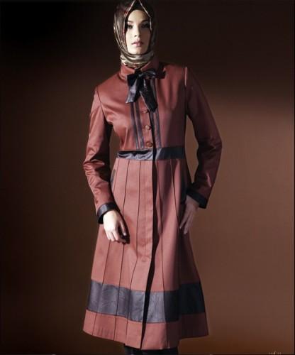 kiremit rengi siyah desenli dizde pardesu ornekleri En Güzel Tesettür Giyim Modelleri 15