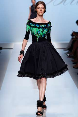 klos etek ve siyah desenli bayan bluz modelleri Yeni Sezon Dolce Gabbana Kreasyonu 21