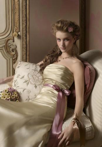 saten fiyon suslemeli straplez gece elbiseleri Yazlık Trend Straplez Elbise Modelleri 7