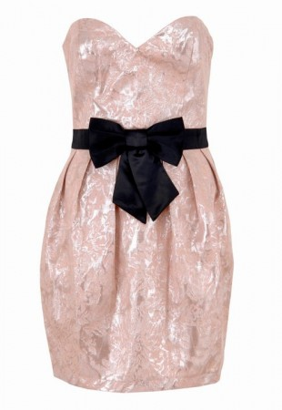 siyah fiyonklu pembe straplez mini elbise modelleri Yazlık Trend Straplez Elbise Modelleri 9