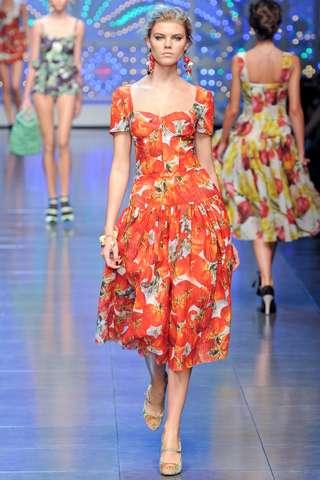 yazlik cicekli elbise modelleri ornekleri Yeni Sezon Dolce Gabbana Kreasyonu 28