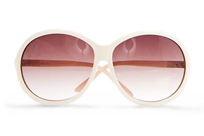 yuvarlak ve renkli camli beyaz cerceveli gunes gozlukleri Mango En Güzel Bayan Güneş Gözlükleri 22