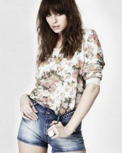 zara kot sort cicekli bluz modelleri ornegi1 Yeni Sezon Zara Giyim Koleksiyonu 21
