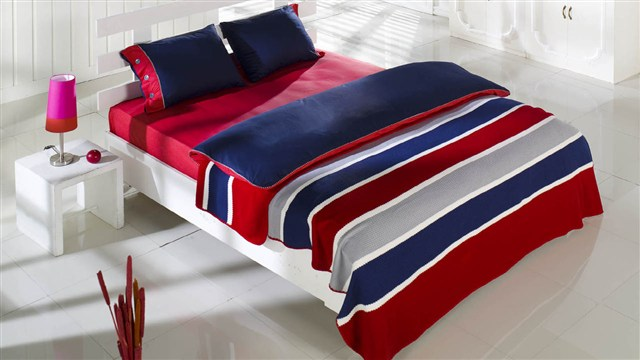 istikbal kirmizi lacivert cizgili yatak setleri Yeni Sezon İstikbal Yatak Seti Modelleri 1