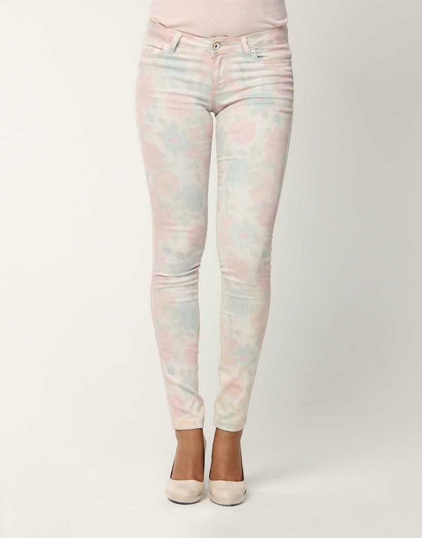 beyaz cicekli dar paca pantolonlar Yeni Trend Farklı Bayan Pantolonları 5