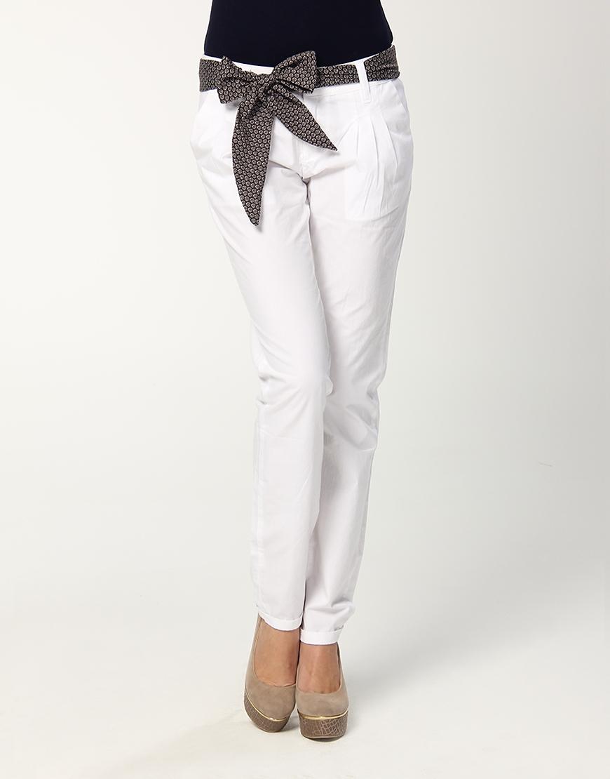 beyaz keten dar paca bayan pantolonlari Yeni Trend Farklı Bayan Pantolonları 3