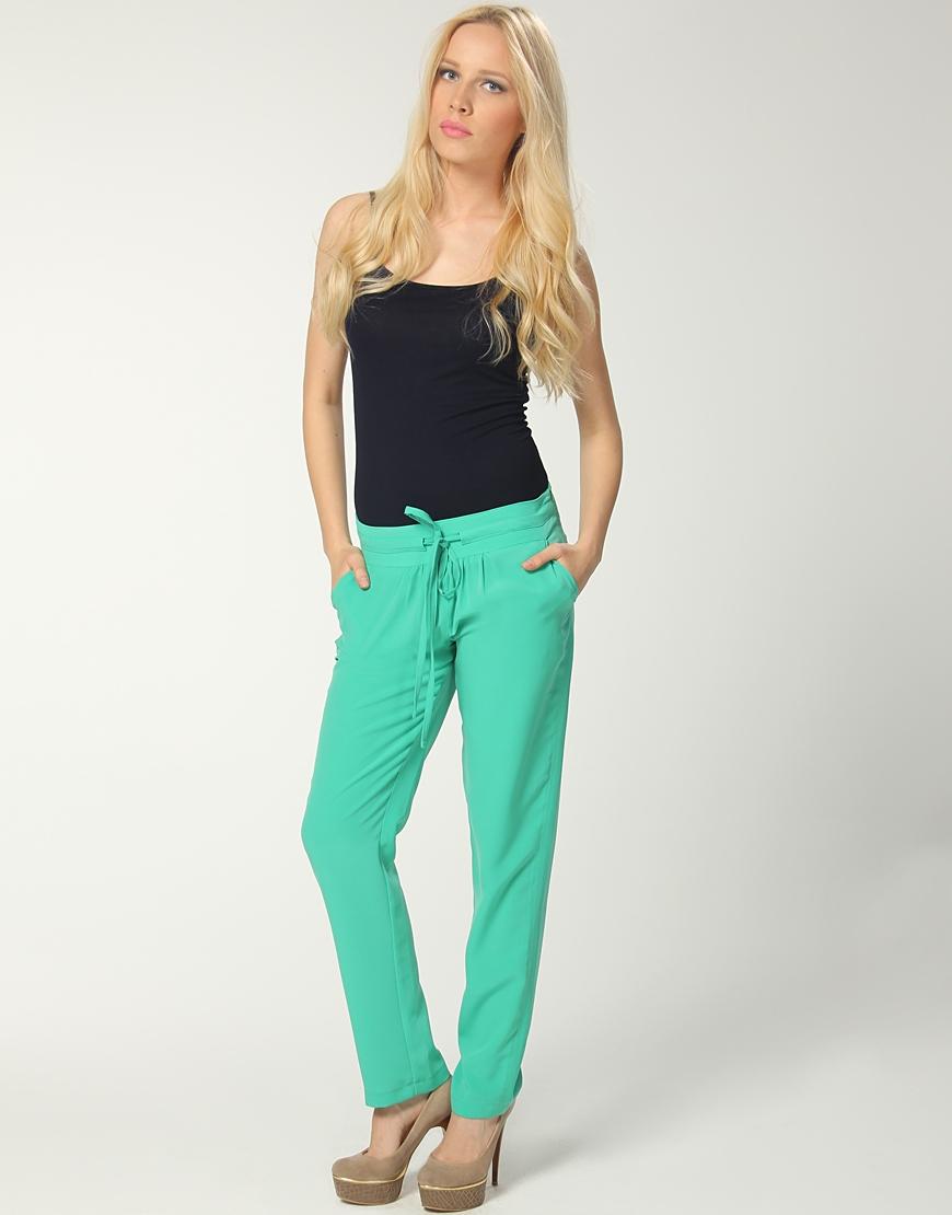yesil dar paca modern bayan pantolonlari Yeni Trend Farklı Bayan Pantolonları 21