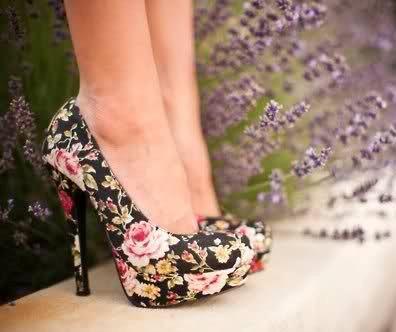 icek desenli platform topuklu ayakkabilar Yeni Trend Farklı Yüksek Topuklu Ayakkabı Trendleri 5