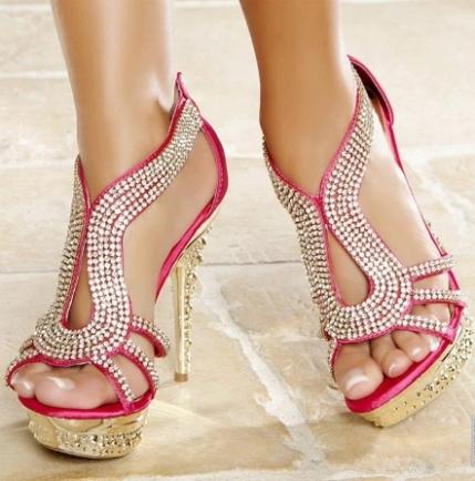 tasli pembe abiye ayakkabi modelleri Yeni Trend Farklı Yüksek Topuklu Ayakkabı Trendleri 12