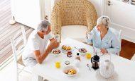 Yaşlılıkta Beslenme Nasıl Olmalı?