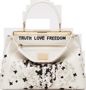 Naomie Harris' s Peekaboo Naomie Harris'in dizayn ettiği, açık artırma olarak satılan (Peekaboo çanta) 50 bin pound ile sahibini buldu. Harris'in çantasında yer alan kıta haritasını siyah-beyaz tasarlamasının nedeni, Afrika'da ki insan hakları ihlallerine dikkat çekmek içindir. Tam da farklılık isteyenlere göre...