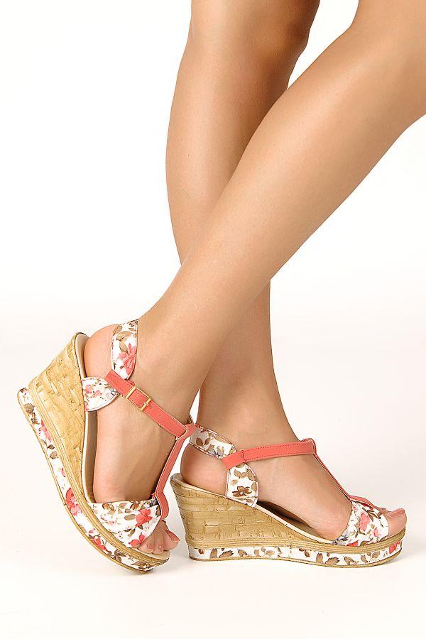 dolgu topuk sandalet modeli1 Yaz Sezonu Sandalet Modelleri 13